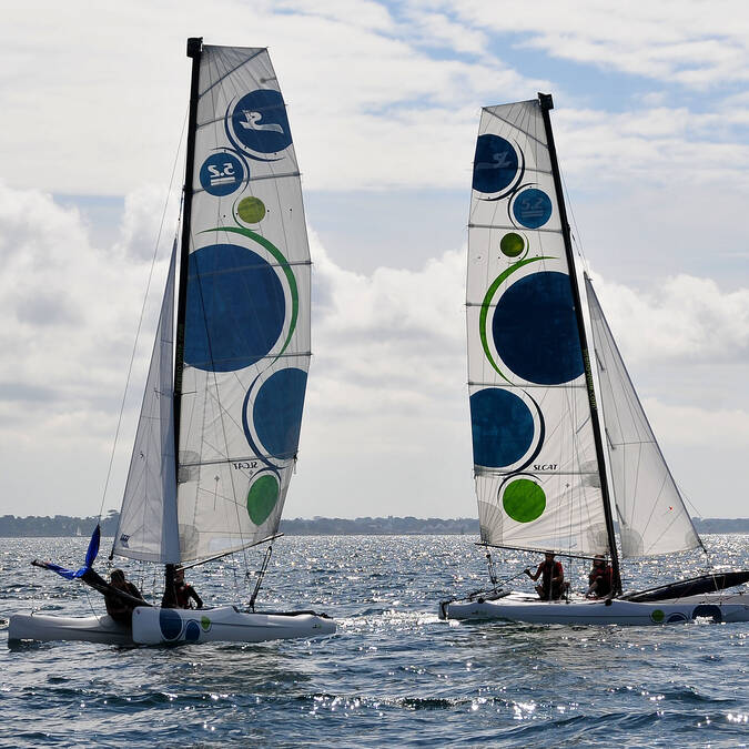 Catamaran de sport SL 5.2 au Cap Coz